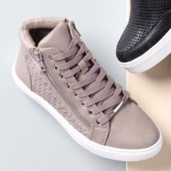 a40ac2480c5 Steve Madden grey Eiris Sneakers. M 5bdf6eac4ab63343d547c5b3